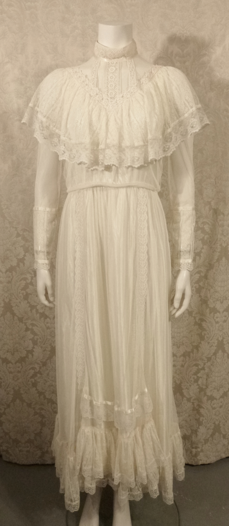 Vintage 1970's Gunne Sax by Jessica McClintock High Neck Ivory Lace Victorian Style Lawn Party Wedding Dress (6)
