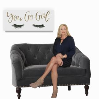 You go girl sofa blue dress